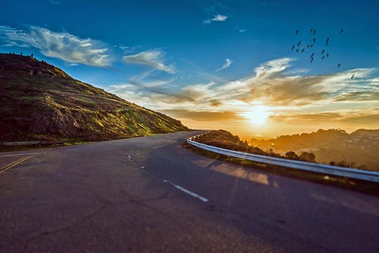 Highway on the coast | Safety Tips for Road Trip | https://www.sfcitytowing.com